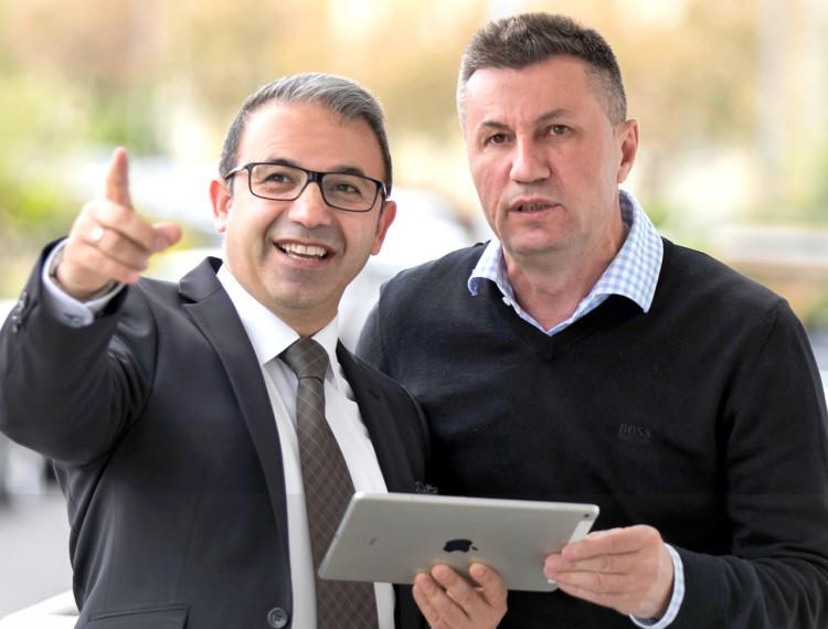 Dipl.-Bauingenieur SABRI GÖZEL und Betonbauer ANES DUDIC, Gründer von DUMA-Haus GmbH